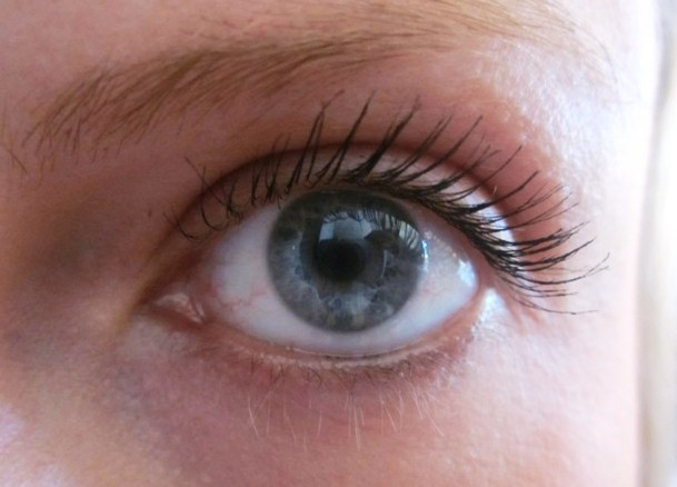 702aef3fdbb L'Oreal Lash Architect 4D and Maybelline Volum' Express One by One ...