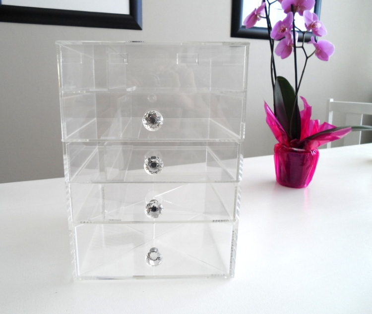 This is the 'deluxe' 5-draw box and costs R1195. There are other sizes at different price points.