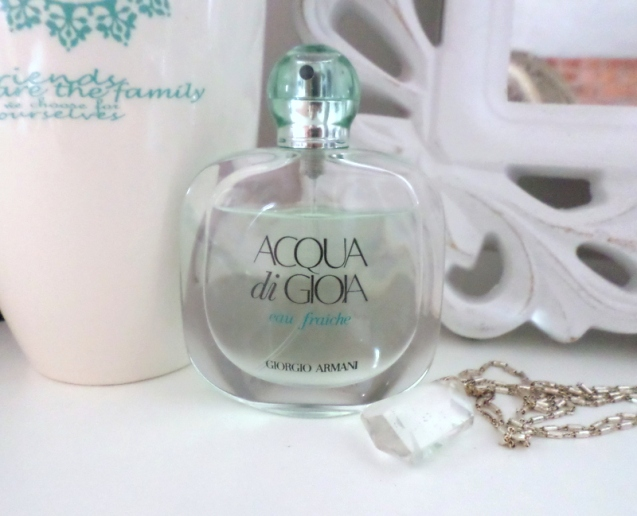 See how the bottle's already almost down quarter. I wasn't kidding when I said this is a fab every day scent.