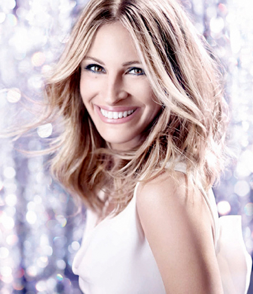 This shot of Julia Roberts, La Vie est Belle's poster girl, really makes me want to wear navy eye liner.