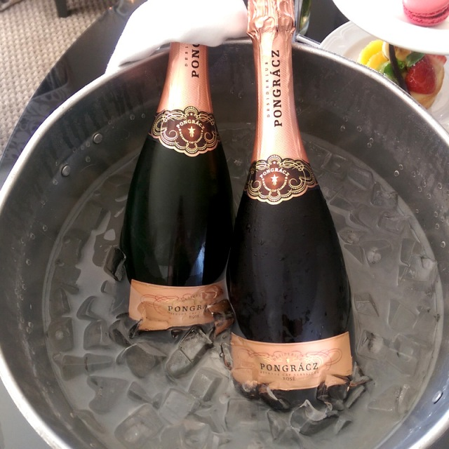 I don't have piccies from this point onwards as my phone had died so here, look at this mooi champagne!