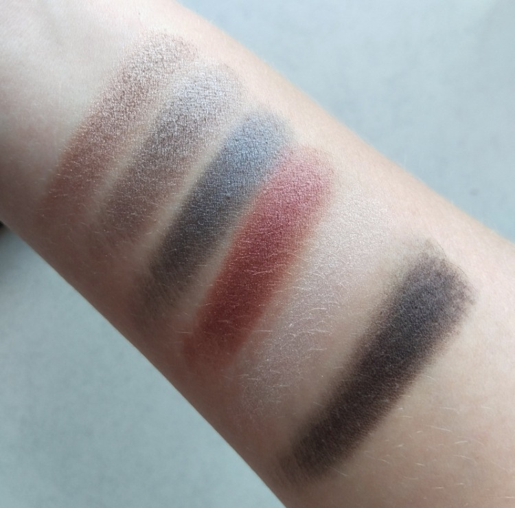 These aren't colours I'd wear but the great quality's got me interested in seeing what other palettes they have next time I'm in the mall.