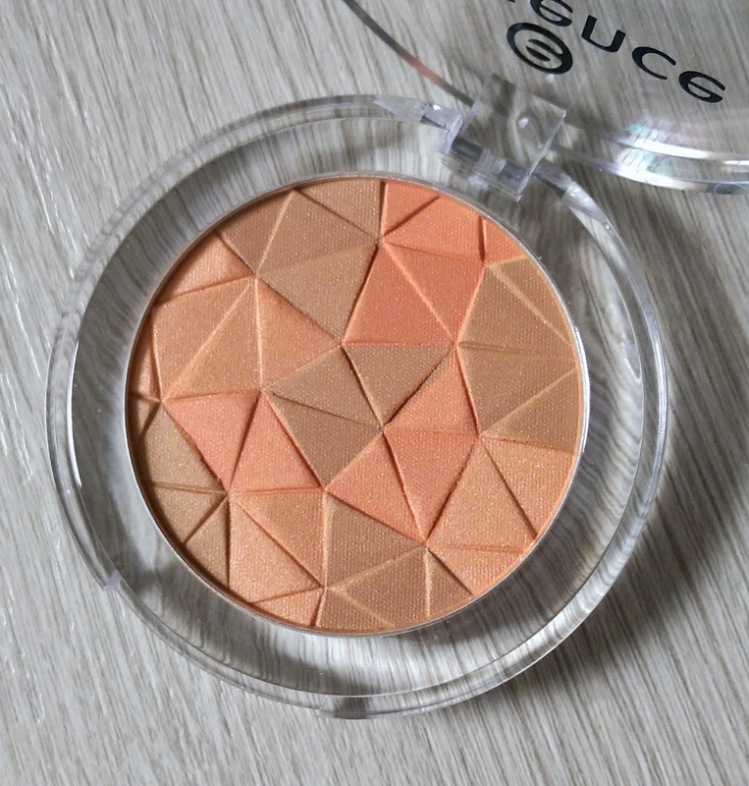 Swirl them up with your brush blush and enjoy a gorgeous multi-dimensional flush.